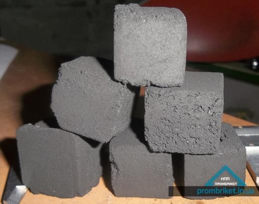 Metallurgical staurolite briquette